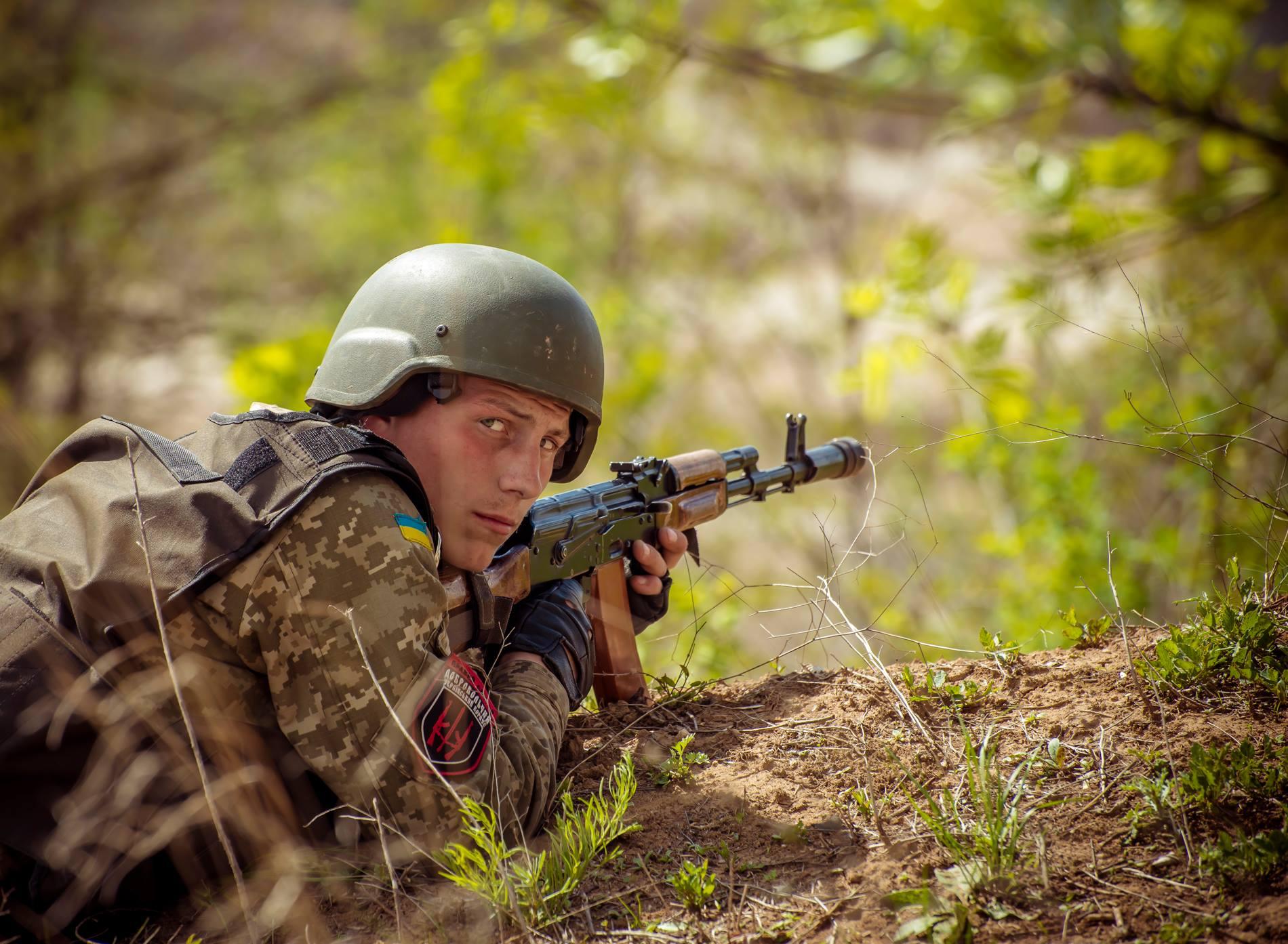 Фотограф Ігор Іваровський з навчальних стрільб добровольців